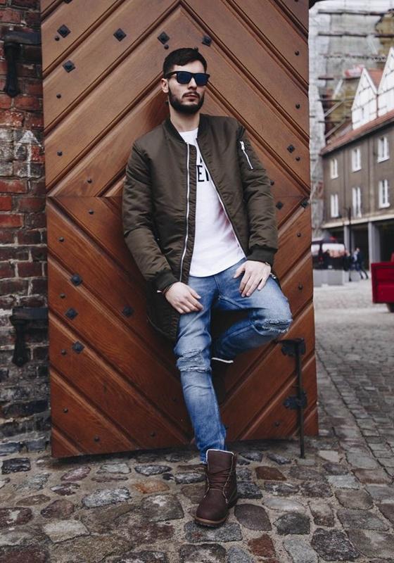 Stylizace č. 180 - přechodná bunda, tričko s potiskem, džíny