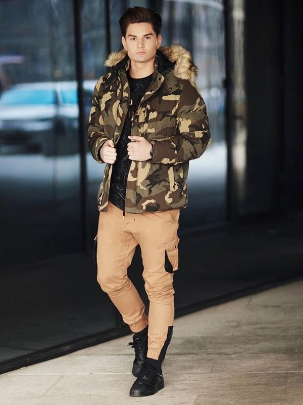 Stylizace č. 380 - hodinky, zimní maskáčová parka, tričko s dlouhým rukávem, kapsáče