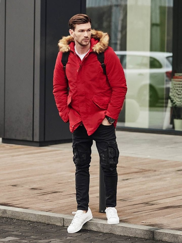 Stylizace č. 391 - hodinky, zimní parka, tričko s potiskem, jogger kalhoty