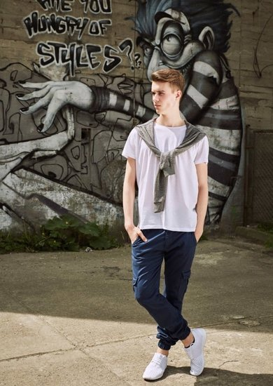 Stylizace č. 17 - mikina, tričko, jogger kalhoty