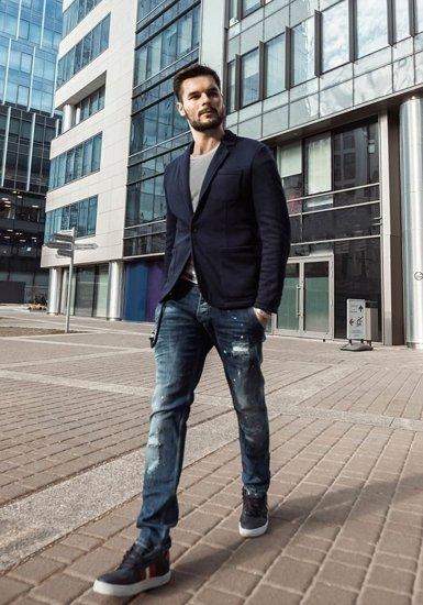 Stylizace č. 192 - ležérní sako, tričko s potiskem, džíny, obuv